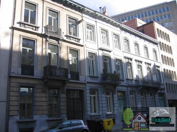 (Geheel van neoclassicistische huizen)
