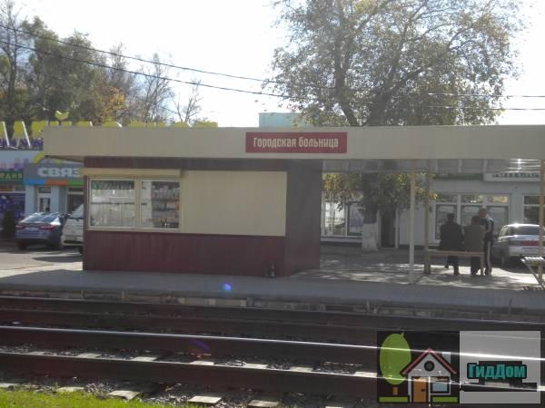 Трамвайная остановка «Городская больница» на улице Октябрьской Революции