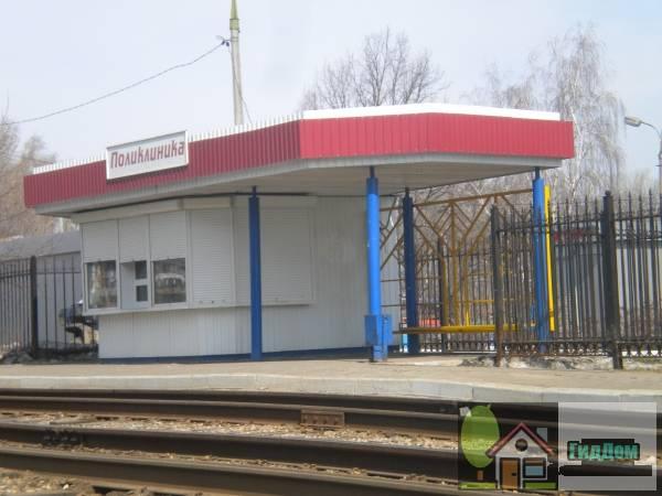 Трамвайная остановка «Поликлиника» на Весенней улице