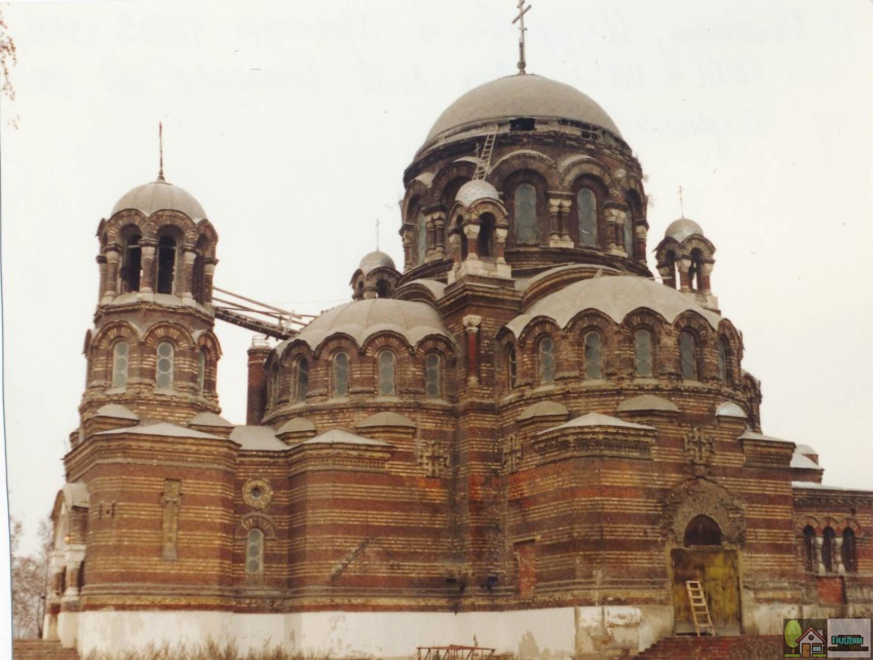 Троицкая церковь в Щурове в 1999 году