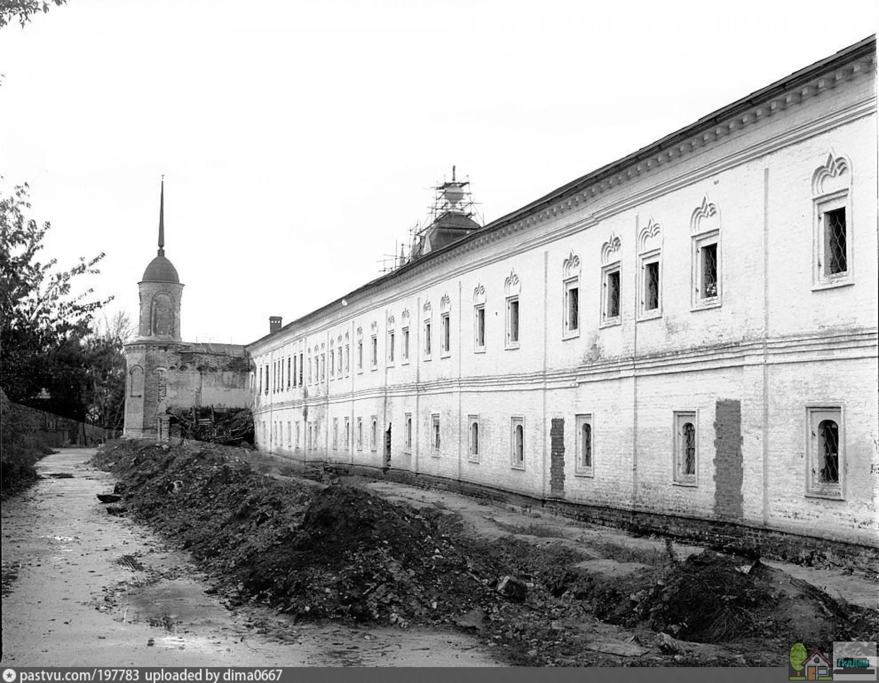 Кельи Ново-Голутвин монастыря в 1992 году