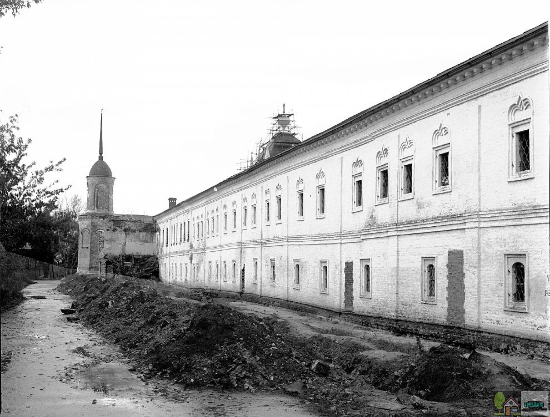 Ново-Голутвин монастырь в 1992 году