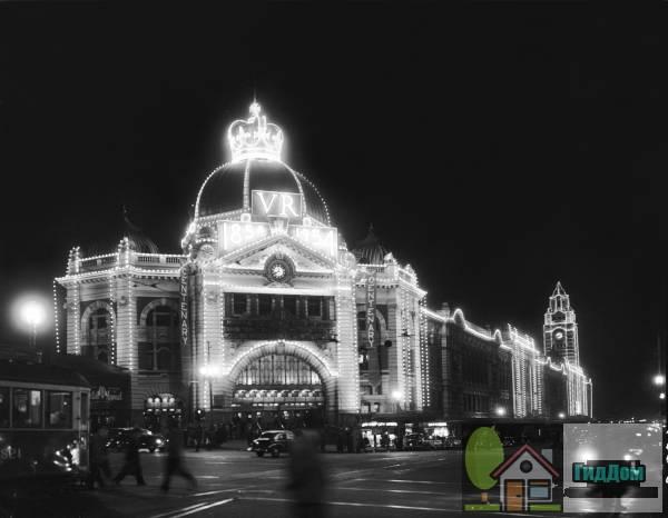 Здание вокзала на улице Флиндера в Мельбурне в 1954 году