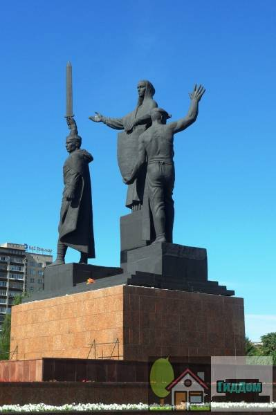 Монумент «Героям фронта и тыла»